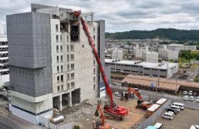 超大型の専用機を導入 ホリイが北見の商業ビル解体で