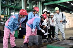鉄の加工過程学ぶ フェライテリアが竹原鉄工所で工場見学