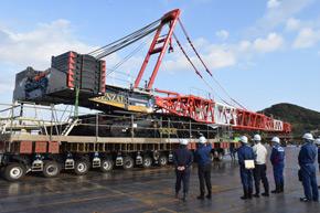 750トンクローラークレーンでの試験施工の様子