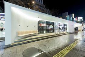 札幌から越山ビルと路面電車停留場 グッドデザイン賞