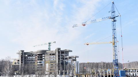 郊外で進む建設工事