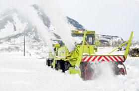 GW前の開通目指し 世界遺産知床で横断道路の除雪進む