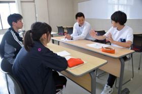 函館高専生の取材に協力 建青会が対応、魅力伝える