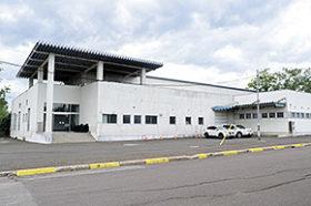 津別消防署庁舎の建て替えで建設地の旧工場解体に着手