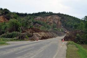 厚真など地震被害深刻 大規模停電 復旧に支障