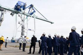 港湾物流の現場学ぶ 道運輸局が室蘭工高生招き見学会