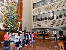 宗谷合同庁舎に間伐材のツリー展示 園児ら招き点灯式