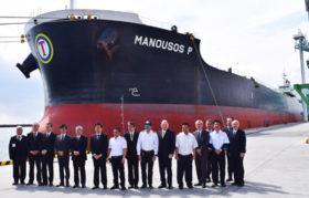 大型外航船が初来港 釧路港国際物流ターミナル