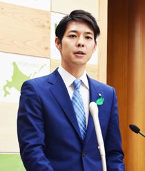 「本道新時代の扉開く」 鈴木知事が初登庁