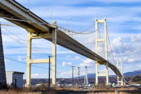 白鳥大橋の桁塗装補修がピークに 室蘭開建