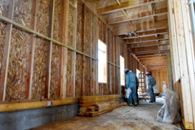 断熱材にも町産木材を使用 足寄町のホテルで構造見学会