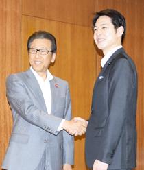 鈴木知事と秋元札幌市長、人口減対策などで連携確認