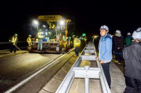 北見工大生を招き夜間施工見学会 道路工業と河西建設