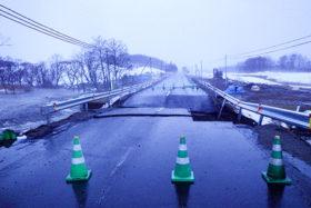 釧根、オホーツク管内で通行止め多発 274号標茶町で路面陥没