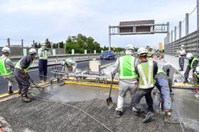 道央道で高強度繊維補強コンの試験施工 東日本高速道路