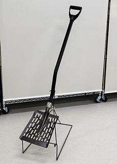 軽量化、特殊形状で土砂除去負担軽く 災復用シャベル
