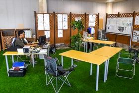 キャンプ場イメージの心和む空間 植村建設の現場事務所