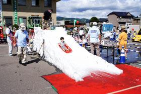 真夏の雪でコロナを吹き飛ばせ 共和建協などがイベント