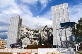 旧帯広経済センタービルの解体がピークに