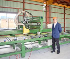熟練大工不足に対処 ハタダが自動型枠加工機を導入