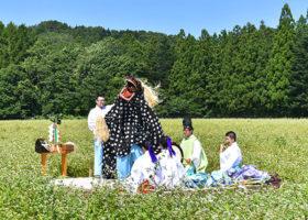 「千軒そばの花鑑賞会」松前神楽を奏上 福島町