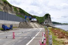 山側など3ルート検討 229号乙部町館浦岩盤崩壊本復旧