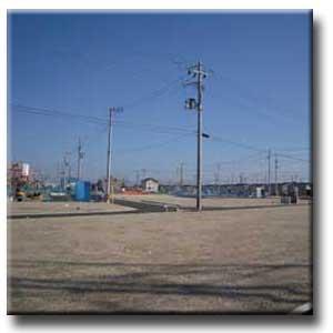 住宅が少ないため電線が目立つ