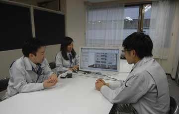 女性技術者でリーダー格の近藤さん(中央)